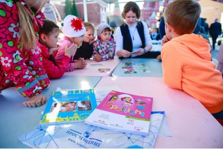 Мастер-классы для детей и лучшие практики МЭШ: итоги второго дня участия «Просвещения» в книжном фестивале на Красной площади