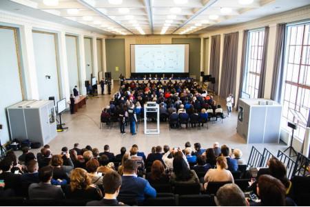 Директорам московских школ представили отечественные цифровые разработки в образовании