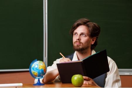 В настоящее время дефицит педагогических кадров составляет 1% – Васильева