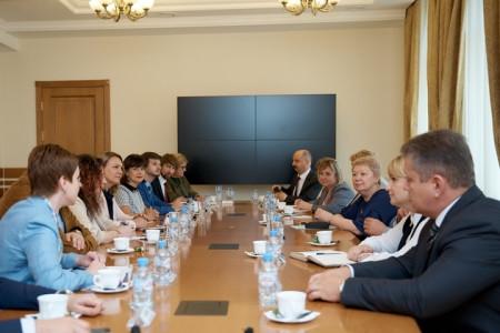 Министр просвещения приняла участие в заседании всероссийского директорского клуба